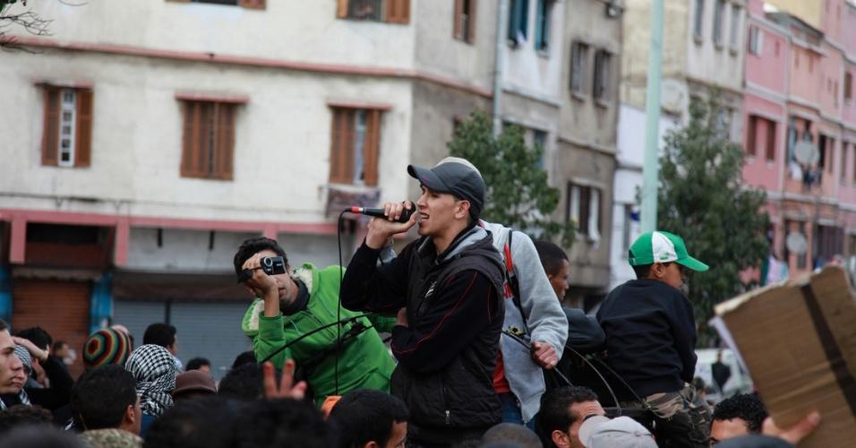 "O rapper marroquino ""El-Haqed"" (ou ""O Indignado"") foi preso depois de divulgar no YouTube"