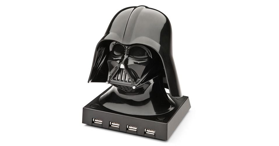 Para os fãs de ?Star Wars? tem o hub do Darth Vader. O hub é licenciado pela Lucas Film (empresa do George Lucas, criador da saga) e, apesar de conectar seus gadgets com o lado negro da força, conta com quatro portas USB 2.0