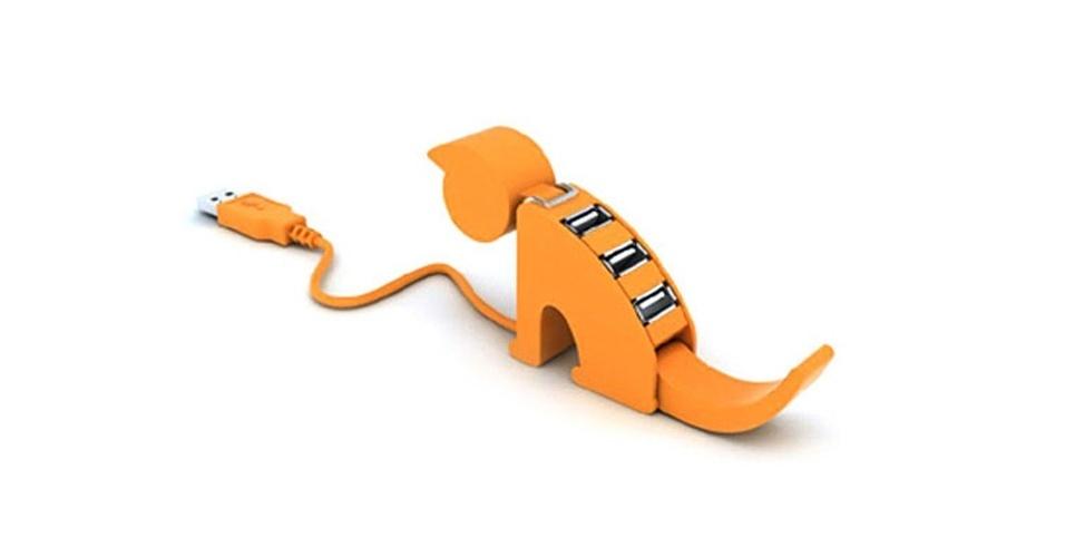 Para quem gosta de gatos, tem o Cat Shaped USB Hub. Ele tem quatro portas USB (acredite, existe uma terceira na boca do gato) e sai por cerca de US$ 6 no site Deal Extreme