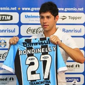 Rondinelly recebe a camisa 27 e poderá ficar no banco de reservas do Grêmio contra o Bahia