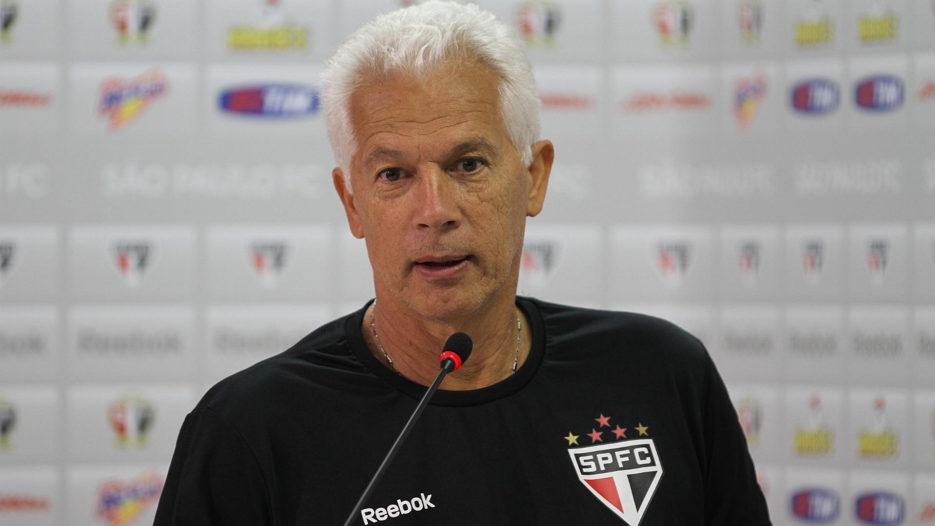 Técnico Emerson Leão, do São Paulo, dá coletiva