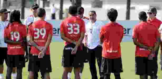 Zinho aproveita saída de Ronaldinho para decretar fim da