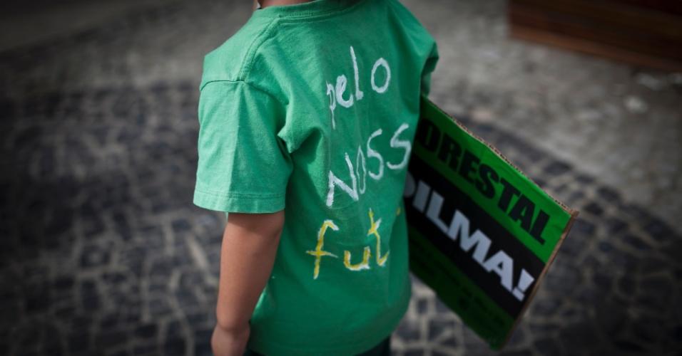 12.mai.2012- Ativistas aderem ao bordão 'Veta, Dilma!' durante protesto no Rio de Janeiro