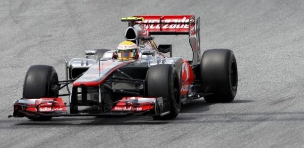 Hamilton foi punido pelos comissários e perdeu a pole position para Maldonado