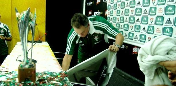 Técnico do Fluminense, Abel Braga não gostou de festa dos jogadores durante coletiva