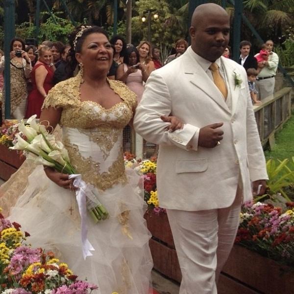 Após 26 anos de convivência com sua mulher Babi, o cantor e compositor Arlindo Cruz oficializa sua união (13/5/12)