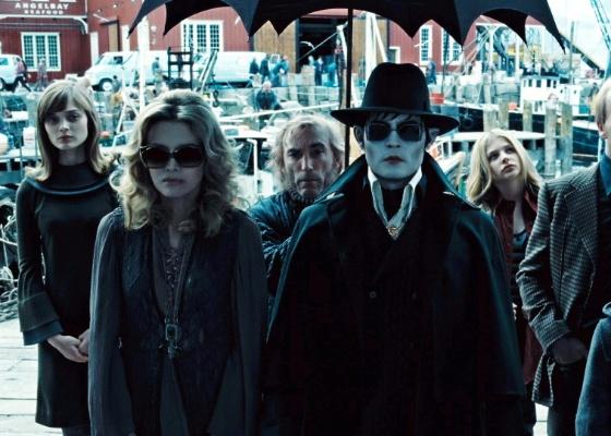 """Cena do filme """"Sombras da Noite, estrelado por Johnny Depp"""