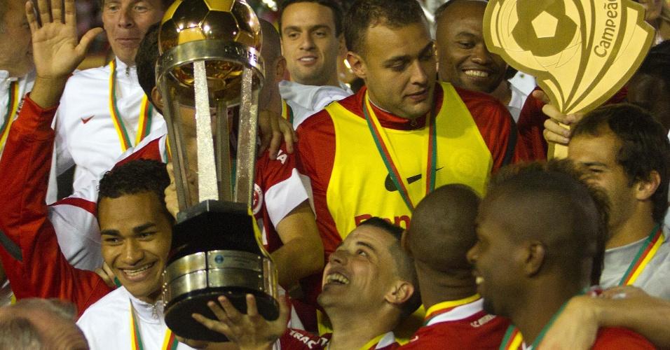D'Alessandro e jogadores do Inter comemoram o 41º título do Campeonato Gaúcho (13/05/2012)
