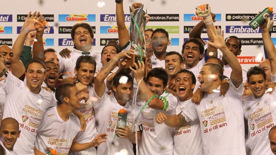 Fluminense recebe a taça de campeão carioca de 2012 - Júlio César Guimarães/UOL