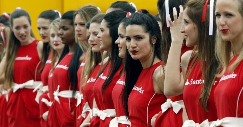 Grid girls fazem pose durante atividades do GP da Espanha de Fórmula 1