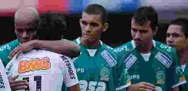Domingos (esq,) salvou filho de Roberto Brum da morte em Santos - Leandro Moraes/UOL