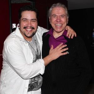 Silvio Santos aplaude o neto Tiago Abravanel no teatro