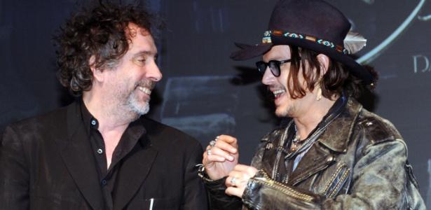 """Tim Burton e Johnny Depp participam do lançamento do filme """"Sombras da Noite"""", no Japão (13/5/12)"""