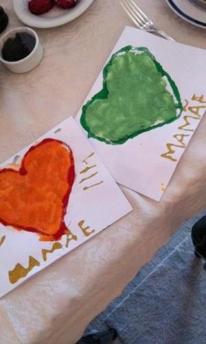 Val Marchiori postou uma foto da homenagem que os filhos fizeram para ela para o Dia das Mães (13/5/12)