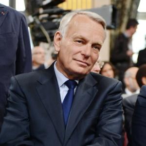 Jean-Marc Ayrault, primeiro-ministro da França,  disse que as obras continuarão isentas de impostos (15/5/12) - Philippe Desmazes/AFP/Pool