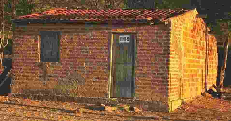 16.mai.2012 - Casa colocada a venda denuncia êxodo rural em Santa Brígida (BA); com maior seca em décadas, Nordeste revive êxodo e abandono do campo - Beto Macário/UOL
