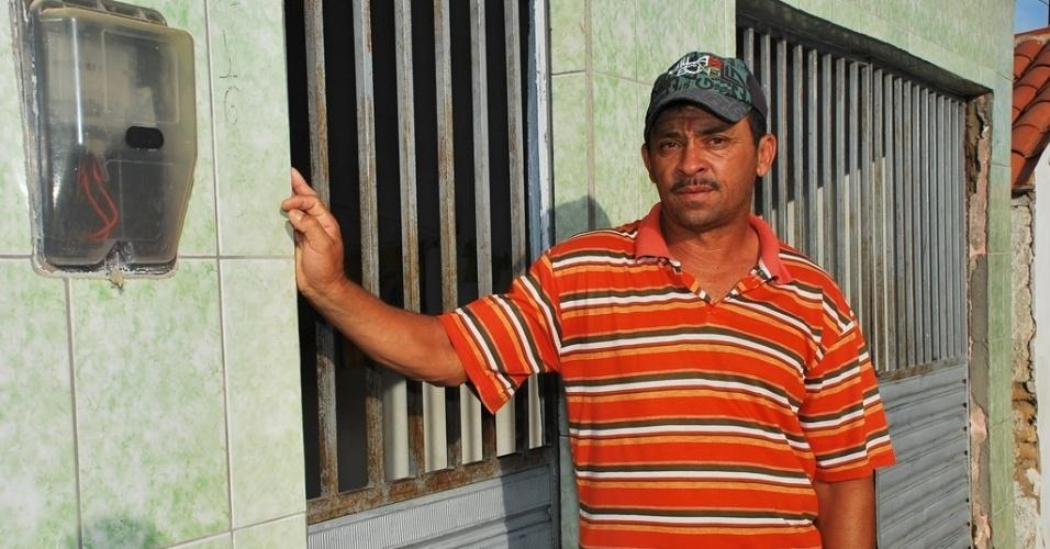 16.mai.2012 - Osvaldo Nascimento, 49, deixou sua pequena propriedade para morar de aluguel no município de Pariconha, sertão alagoano; o Nordeste sofre com a maior seca em décadas e revive época de fuga do campo
