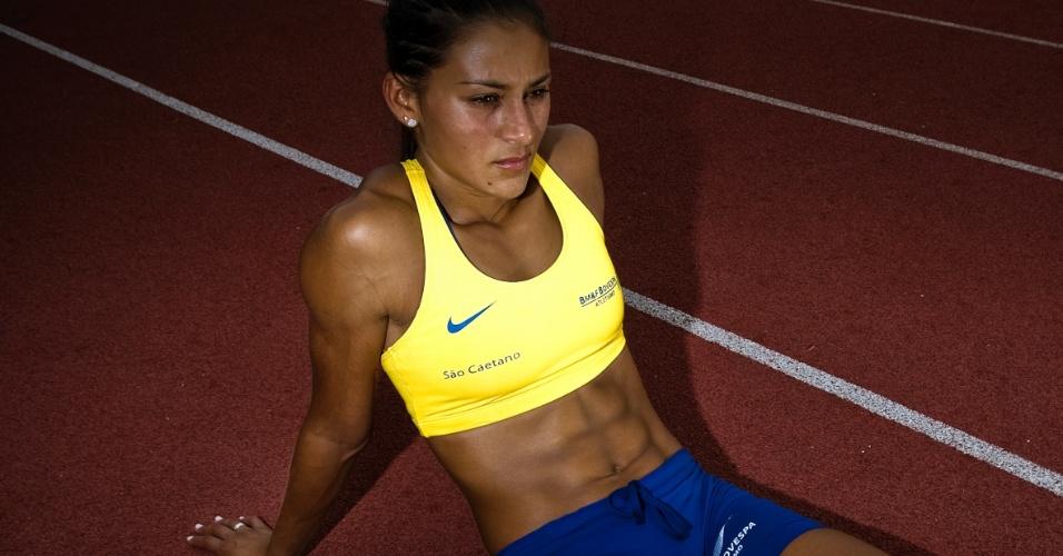 Ana Cláudia Lemos exibe boa forma em treino no início de 2012