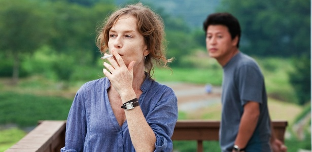 "Cena do filme ""Da-Reun Na-Ra-E-Suh"" (""In Another Country""), de Hong Sangsoo"