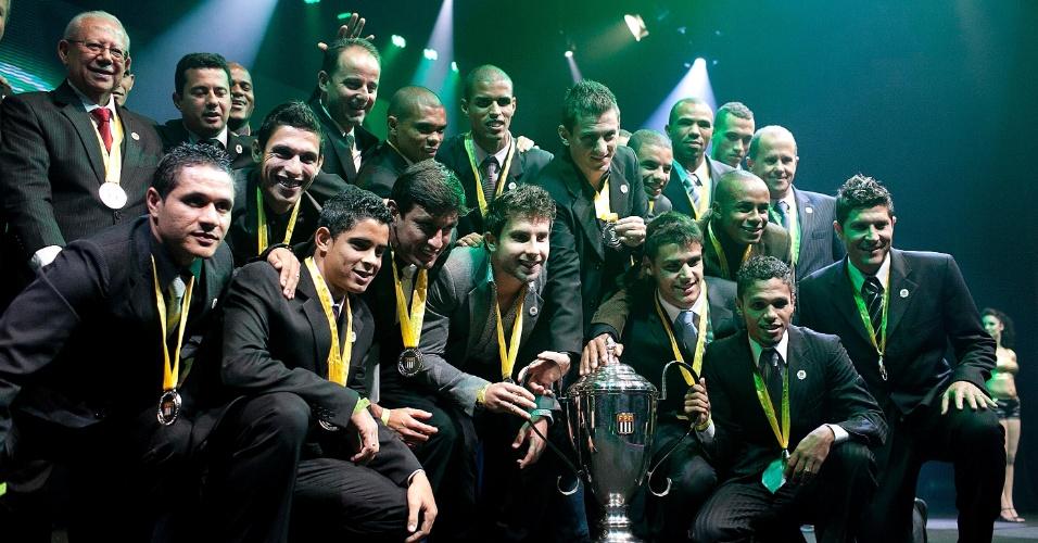 Jogadores do Guarani receberam a premiação pelo vice do Campeonato Paulista