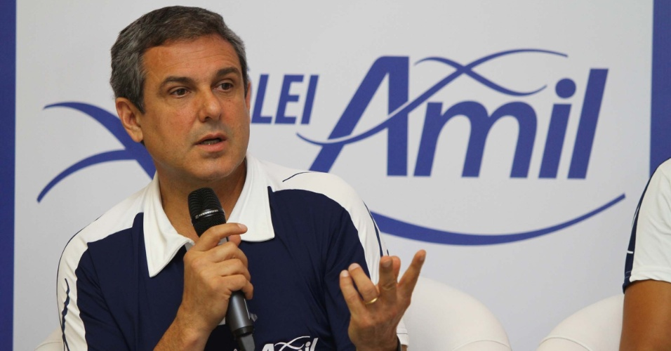 José Roberto Guimarães é apresentado como técnico do novo Vôlei Amil, de Campinas