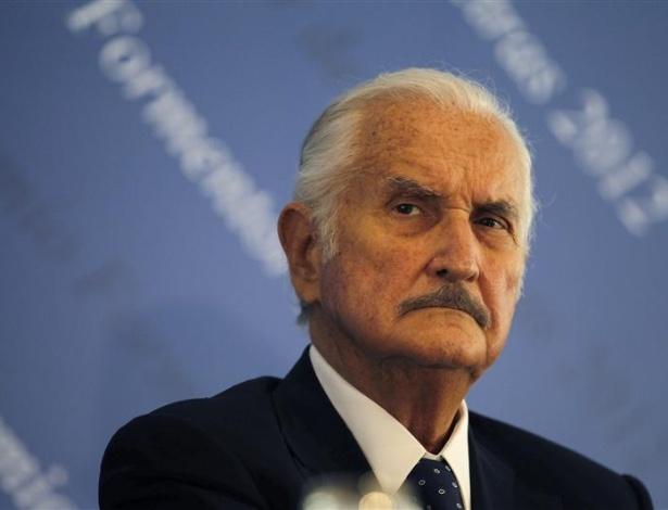 O escritor mexicano Carlos Fuentes em Cartagena de Índias, no norte da Colômbia (28/03/2007) -  Tomas Bravo / Reuters