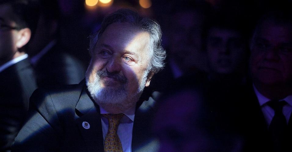 Presidente do Santos Luíz Álvaro de Oliveira Ribeiro assiste sorridente à premiação dos craques do Brasileirão