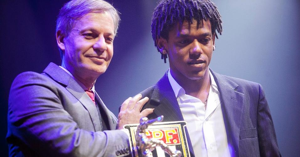Romarinho recebeu o prêmio de revelação do Campeonato Paulista