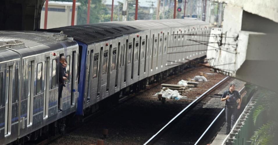 16.mai.2012 - A colisão entre dois trens da linha 3-vermelha do metrô de São Paulo deixou ao menos 33 pessoas feridas na manhã desta quarta-feira (16) entre as estações Carrão e Tatuapé, na zona leste de São Paulo, segundo o Corpo de Bombeiros
