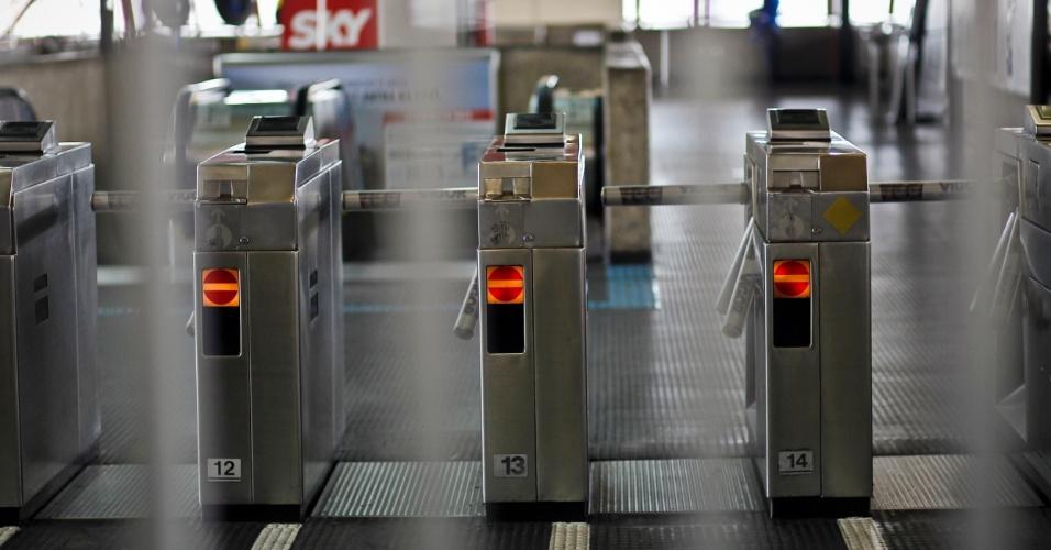 16.mai.2012 - A estação Carrão do Metrô de São Paulo foi fechada após a colisão entre dois trens da linha 3-vermelhana manhã desta quarta-feira (16), na zona leste de São Paulo