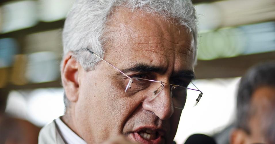 16.mai.2012 - Secretário estadual de Transportes, Jurandir Fernandes, afirmou que um dos trens do metrô de São Paulo estava parado nos trilhos quando foi atingido pelo segundo na manhã desta quarta-feira (16)