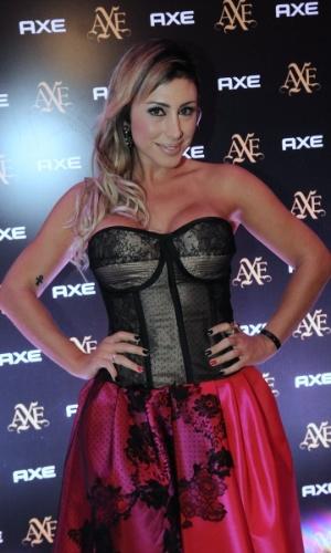 A ex-panicat Jaque Khury posa para fotos em evento em São Paulo (15/5/12)