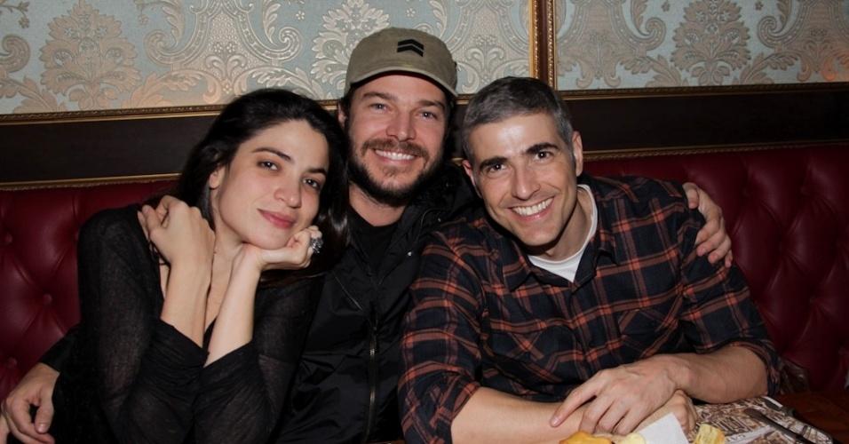 """Após o encerramento de """"Cruel"""", os atores Maria Manoella, Erik Marmo e Reynaldo Gianecchini jantam em São Paulo (15/5/12)"""