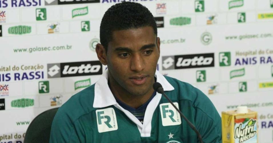 Atacante Rychely concede primeira entrevista coletiva como jogador do Goiás