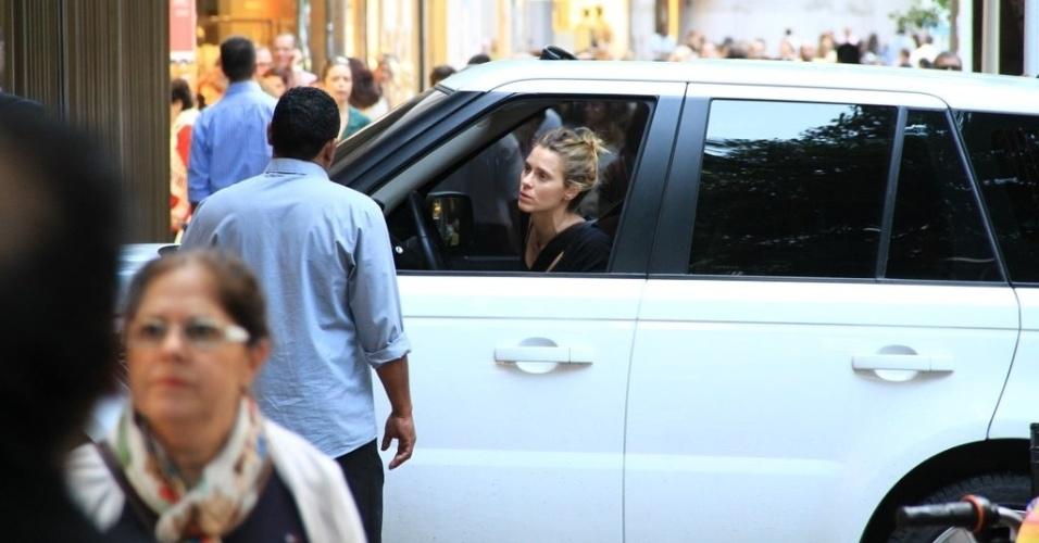 Carolina Dieckmann é clicada chegando a um prédio em Ipanema, zona sul do Rio (16/5/12)
