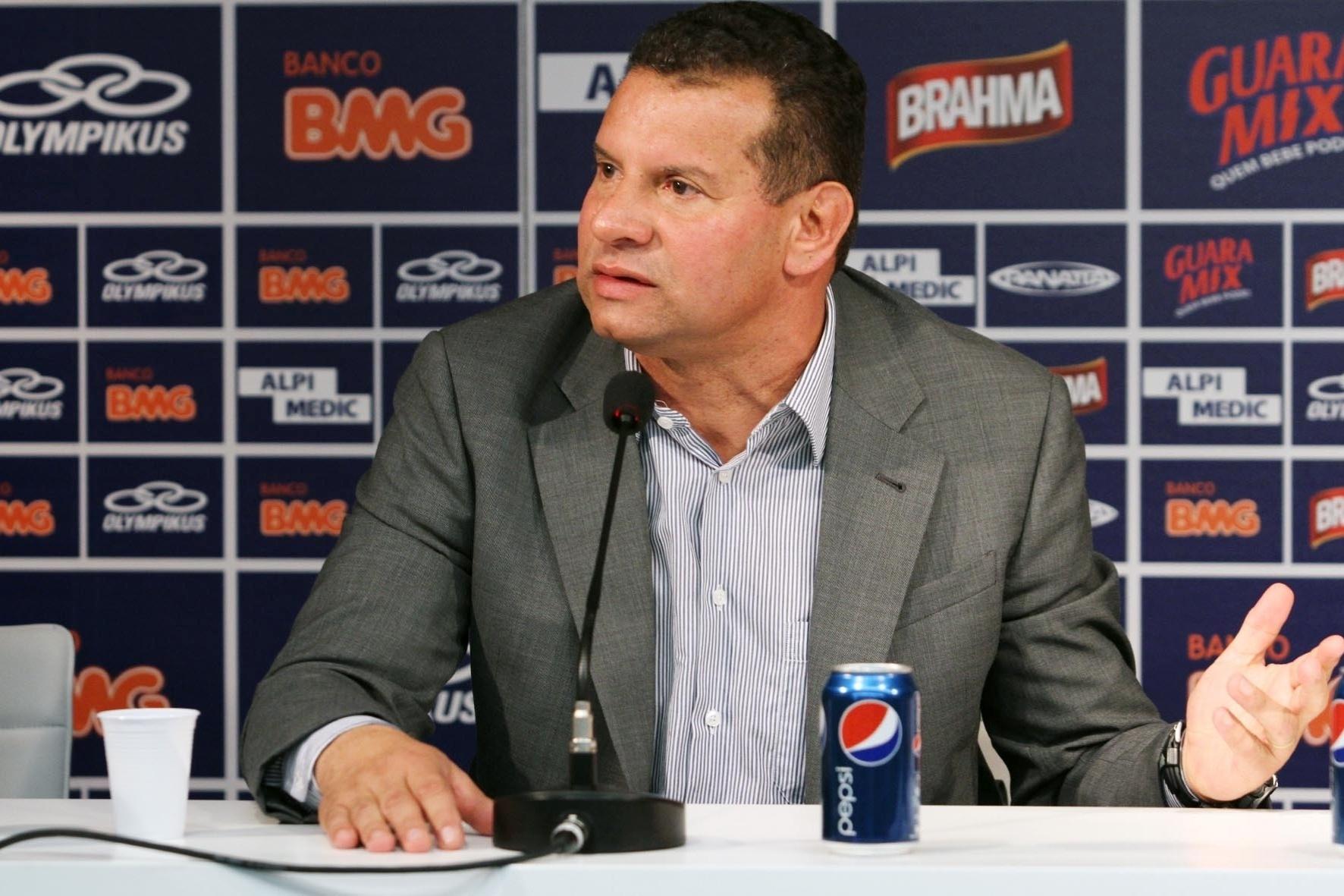 Essa será a segunda passagem do treinador por Minas Gerais. Celso Roth treinou o Atlético-MG em 2009.