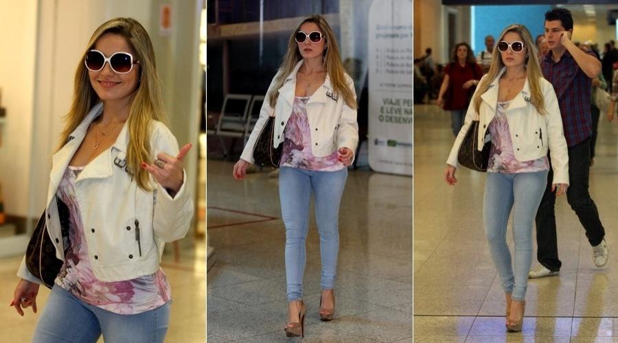 Ex-BBB Renata circula pelo aeroporto Santos Dumont, centro do Rio (16/5/12)