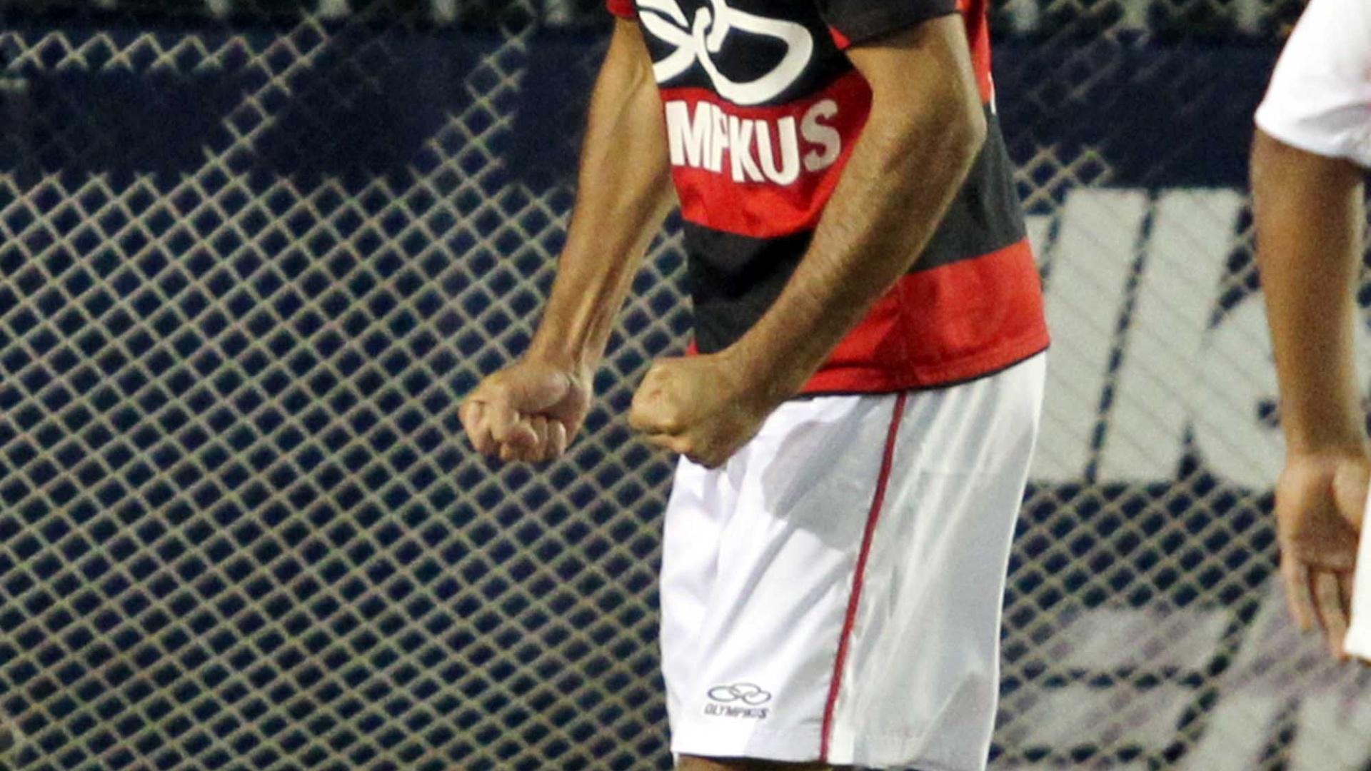 Mena, do Flamengo, comemora vitória sobre o São Paulo no Mundialito