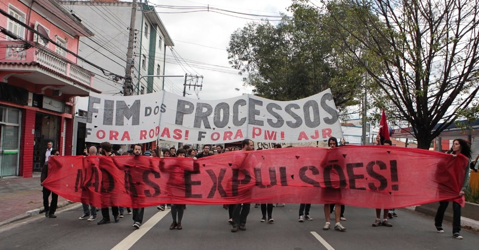 Nesta quarta (16), estudantes protestam na USP (Universidade de São Paulo) contra processos administrativos abertos; estudantes que participaram da invasão da reitoria em novembro do ano passado pode até ser expulsos