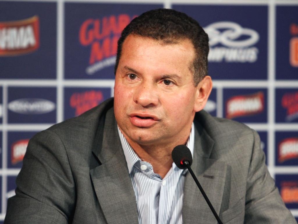 Técnico Celso Roth é apresentado pelo Cruzeiro na Toca da Raposa II (16/5/2012)