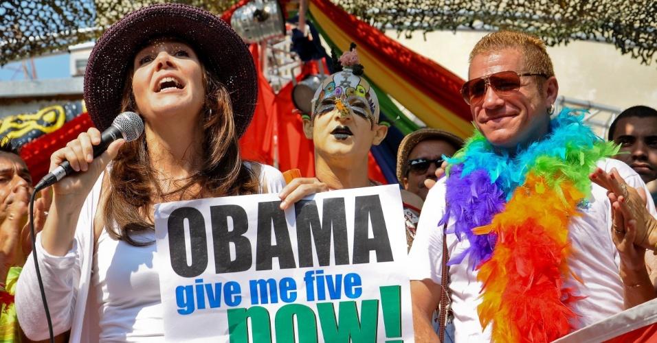 17.mai.2012 - A sexóloga Mariela Castro, filha do presidente Raúl Castro, liderou desfile em homenagem ao  dia internacional da luta contra a homofobia realizado na cidade de Cienfuegos, no centro-sul de cuba