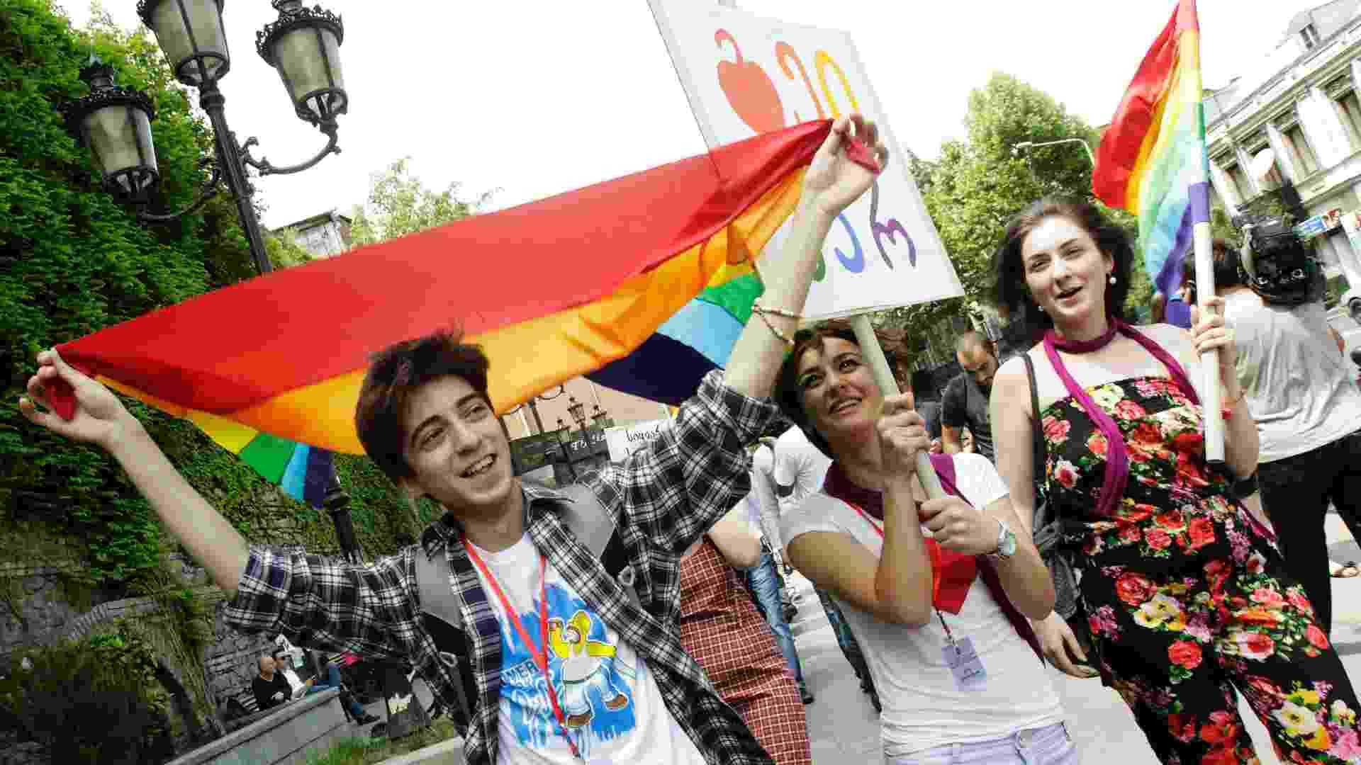 17.mai.2012 - Dezenas de ativistas gays foram às ruas da cidade para celebrar o Dia Internacional da Luta Contra Homofobia em Tbilisi, capital e maior cidade da Geórgia - David Mdzinarishvili /Reuters