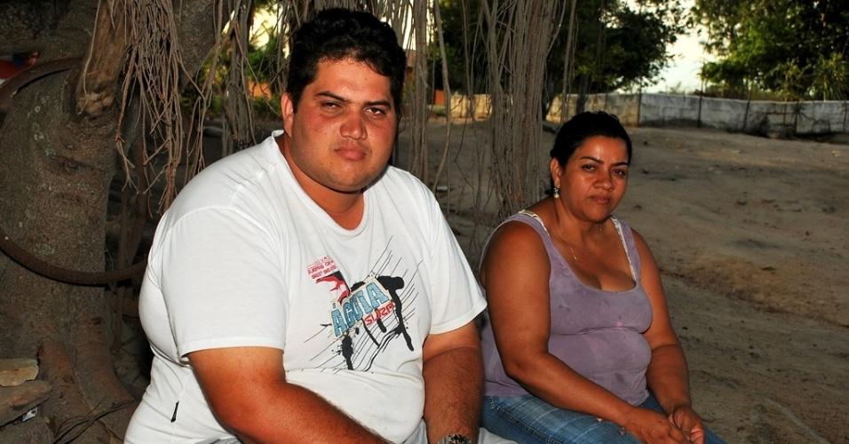 """17.mai.2012 - Manoel Tuiburtino, 27, tem parentes trabalhando na obra do Canal do Sertão, que ainda não trouxe água para Alagoas 20 anos após anúncio da obra. """"Um dia vai sair"""", diz"""