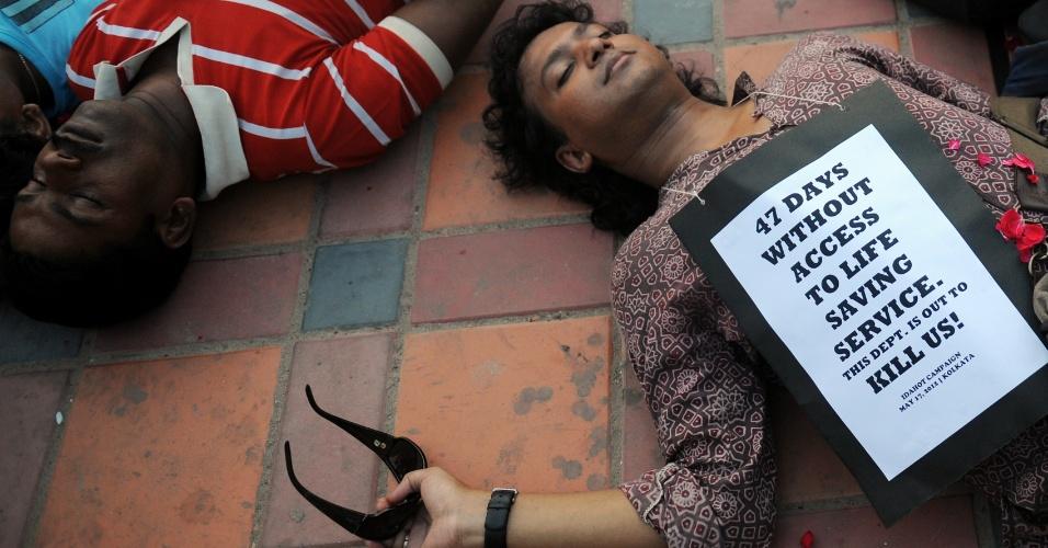 17.mai.2012 -Indianos gays e transgêneros fazem protesto contra o preconceito em Kolkata, na Índia, pelo Dia Internacional Contra a Homofobia e Transfobia