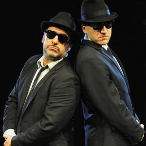 A dupla tributo aos Blues Brothers Brad Henshaw e Daniel Fletcher - Divulgação