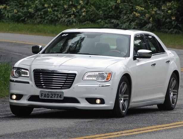 Chrysler 300C: carro volta ao Brasil mais bonito e delicado, mas enfrentar alemães é temerário - Murilo Góes/UOL