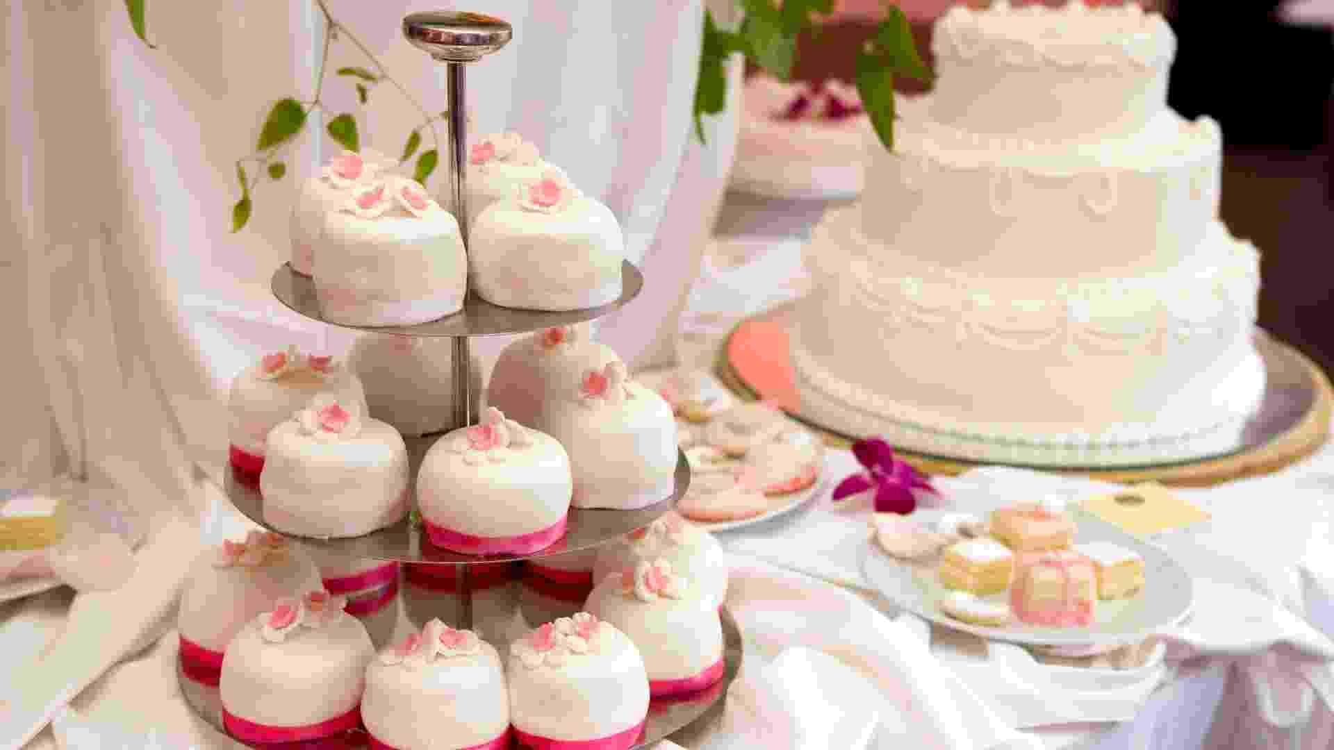 Imagem de matéria de bolo individual para casamento  - Thinkstock