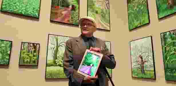 O pintor britânico David Hockney, 74, consagrado pelos seus quadros de paisagens, expõe algumas de suas obras criadas com um iPad - Alfredo Aldai/EFE - Alfredo Aldai/EFE