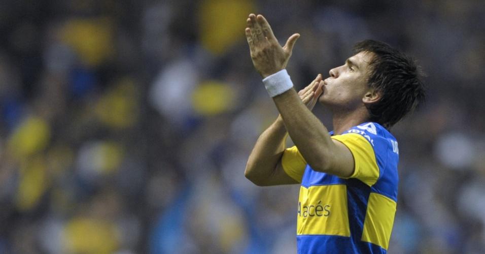 Pablo Mouche manda beijos para a torcida do Boca Juniors após abrir o placar contra o Fluminense