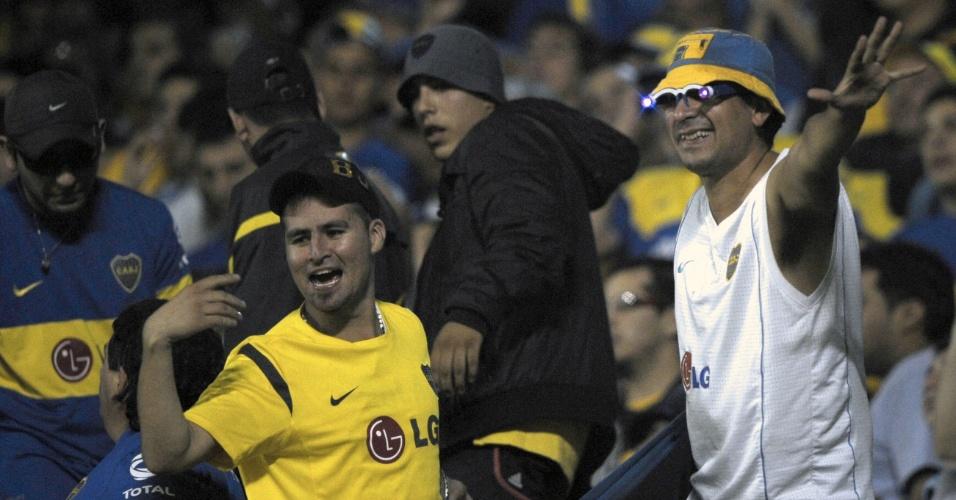 Torcedores do Boca Juniors comemoram o gol marcado por Mouche contra o Fluminense